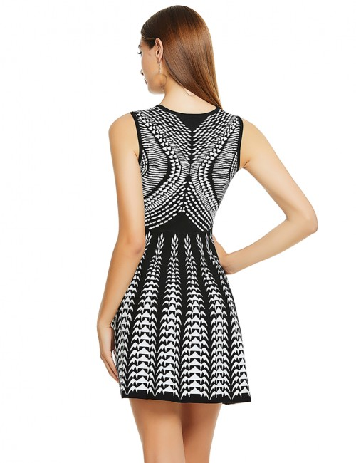 Alluring Dazzling Black Striped Knitted Jacquard Tight Bandage Dress