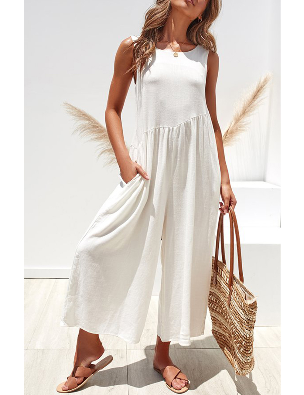 //cdn.affectcloud.com/hexinfashion/upload/imgs/Dress/Jumpsuit_Romper/H195028-WH1/H195028-WH1-201911065dc29caf91a63.jpg