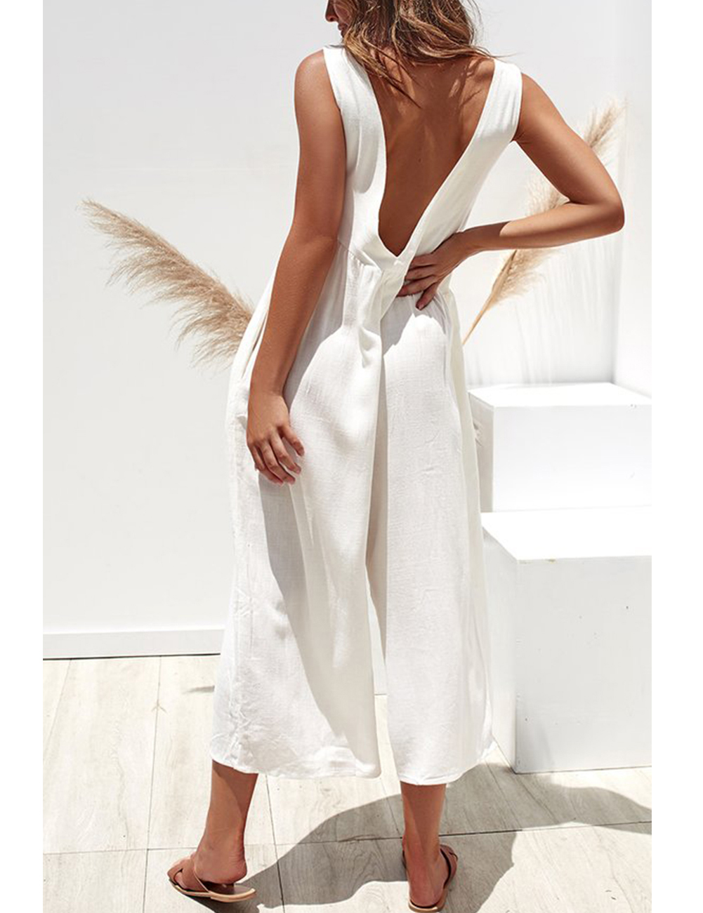 //cdn.affectcloud.com/hexinfashion/upload/imgs/Dress/Jumpsuit_Romper/H195028-WH1/H195028-WH1-201911065dc29caf934e9.jpg