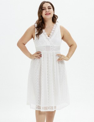 Gracious White Wrap Hollow Out Big Size Midi Dress Lace Regular Fit