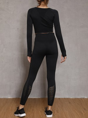 Flawlessly Black Seamless Yoga Suit With Thumbhole For Playing