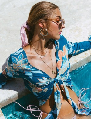 Young Lady Blue Printed Swimming Top Long Trumpet Sleeves Knot Summer Honeymoon
