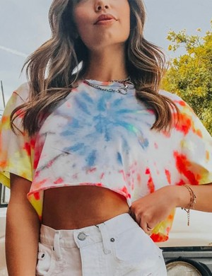 Dreaming Print Short Sleeve Cropped Top Round Neck Elasticity
