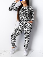 Relaxed White Round Neck Leopard Printed Sweat Suit Charming Fashion